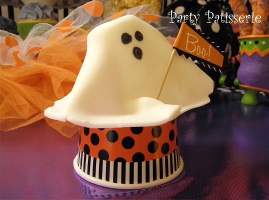 Party_Patisserie_ghost with boo sign