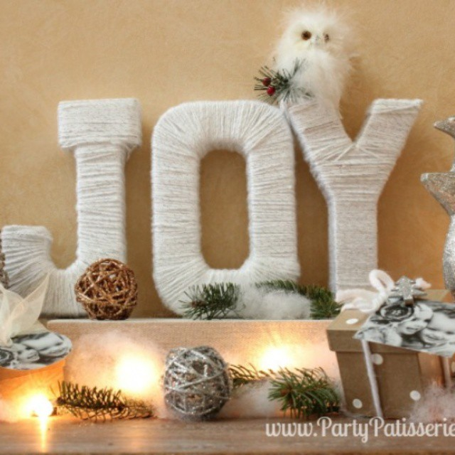 How do you decorate your mantle for Christmas? Here's a peek at ours. See the full display on the blog! PartyPatisserie.com