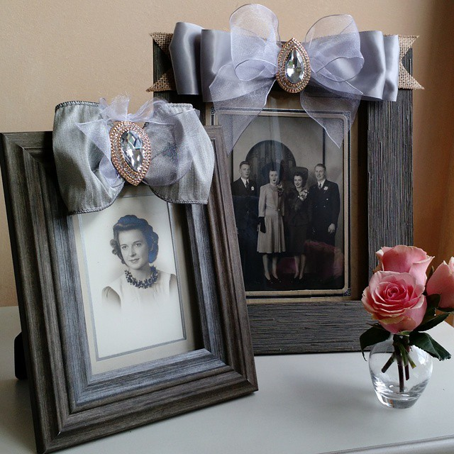 Special family photos deserve extra pretty frames. Learn how to make these lovely bows to embellish your frames at PartyPatisserie.com. This would make the perfect Mother's Day gift! #DIY #homedecor #MothersDay