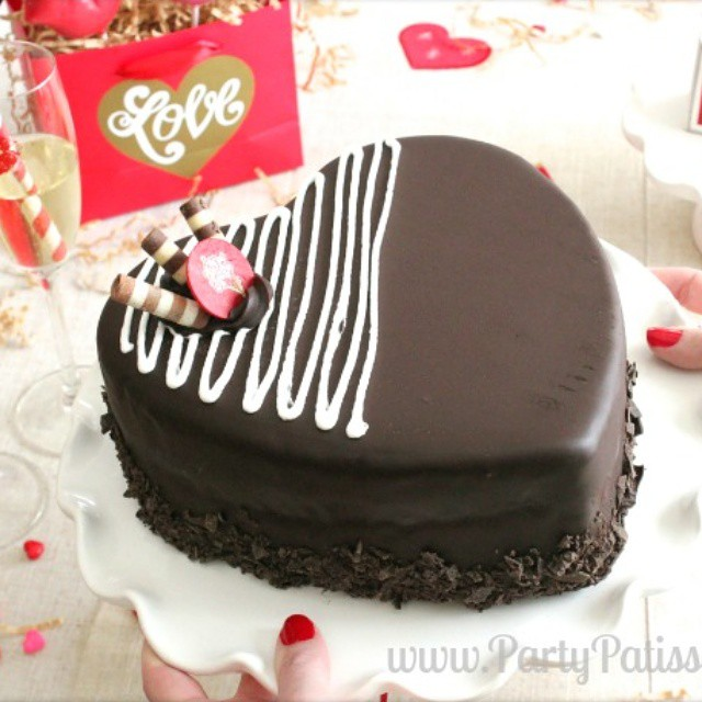 Throwback to the Valentine's Day party we threw last year. I wish I could have a piece of this @coldstone chocolate cake today! #tbt #valentinesday #icecreamcake #yum