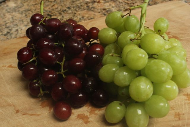 red:green grapes
