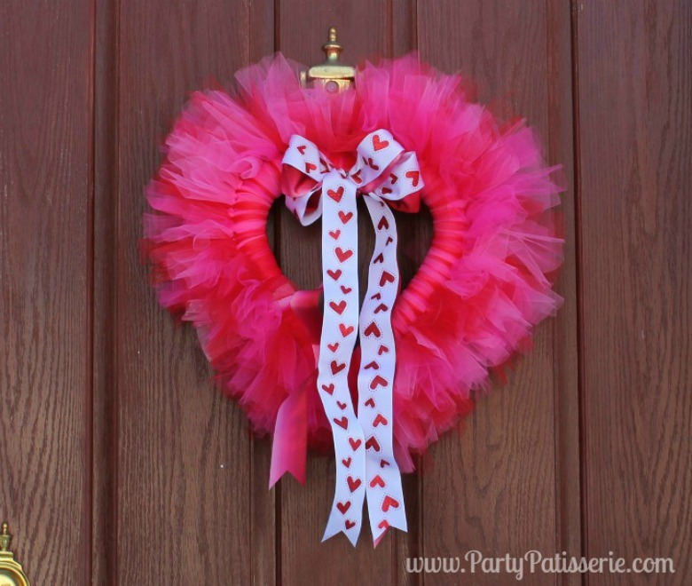 Valentine_Heart_Wreath_DIY