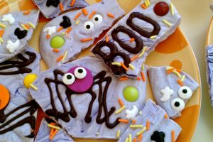 How to make spooky spider Halloween bark